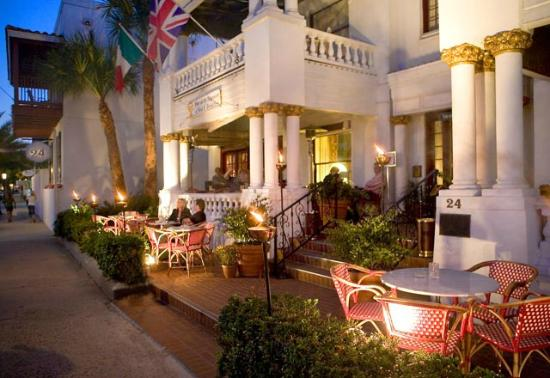 Casablanca Inn on the Bay: Hotel Exterior