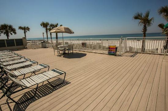 The Watercrest : Watercrest pool deck