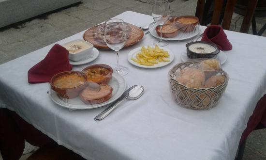 Meson El Rastro: mesa con el menú