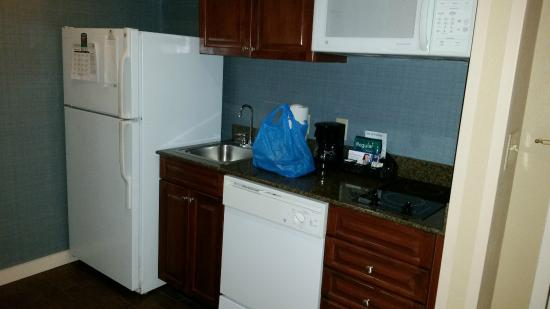 Homewood Suites by Hilton Olmsted Village (near Pinehurst): Kitchen area