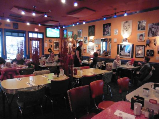 McJac's Roadhouse Grille: Funky fifties interior