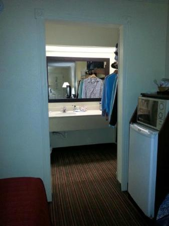 Quality Inn & Suites Civic Center: Fridge and Microwave, sink and closet space