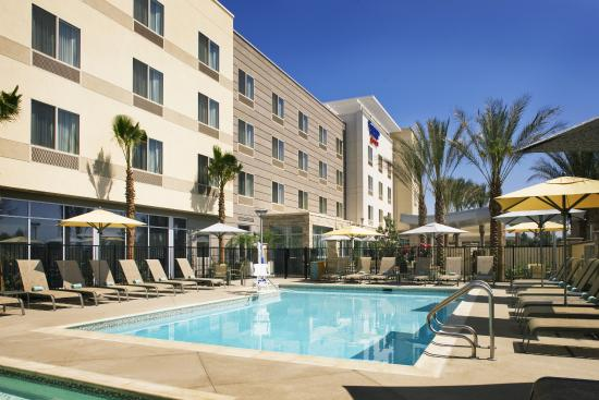Fairfield Inn & Suites Tustin Orange County: Outdoor Pool