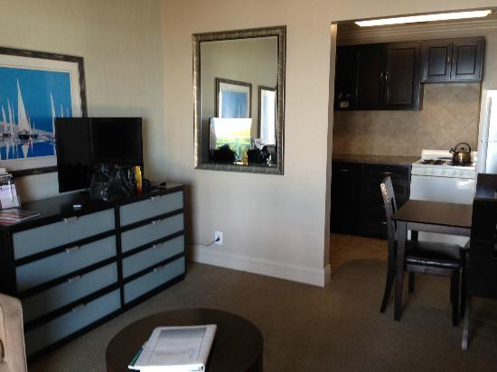 Laguna Riviera Beach Resort: Living room
