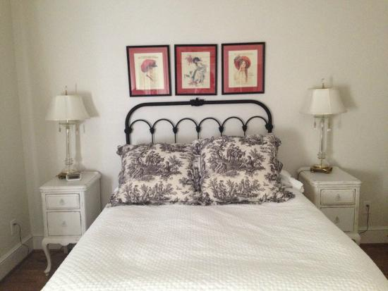 Bailey's Uptown Inn: Our Tastefully appointed bedroom