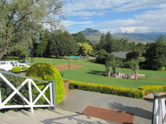 Mont Aux Sources Hotel: The hotel's gardens