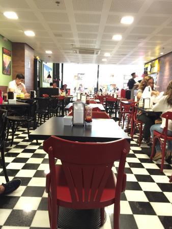 Ambiente moderno - Picture of Eddie Fine Burgers, Salvador ...
