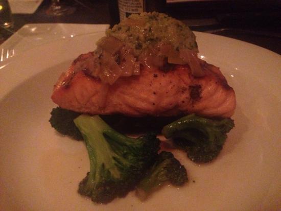 Orzo Kitchen & Wine Bar : Salmon
