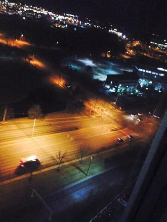 Sheraton Overland Park Hotel at the Convention Center : 18th floor room 1808, this view is fantastic! lovely!