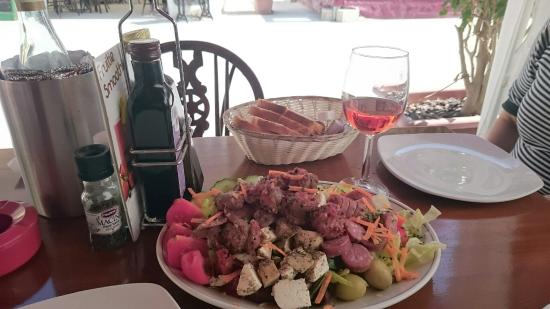 The Grapes Wines Bar: Sausage and Cheese Platter