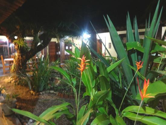 Pousada Porto Escondido: Jardim da área interna da pousada