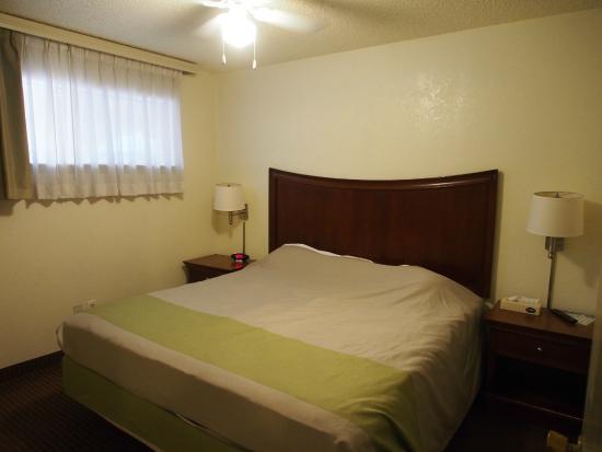 Studio 6 Del Rio: Bedroom.