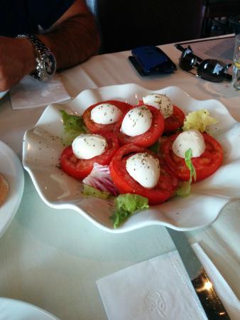 Desserts Plus : Caprese Salad