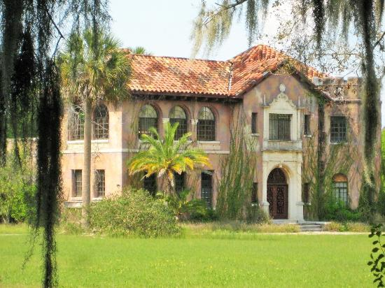 Howey Estate: Mansion in need of much rehab