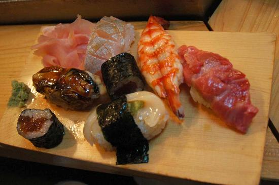 Daiwa Sushi: Omakase sushi platter (this is not all, the chef adds on as you eat)