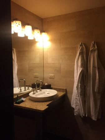 Champagne Lodge and Luxury Suites: Bathroom with robes!