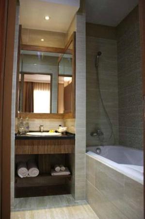Rivavi Hotel: Rivavi Bathroom