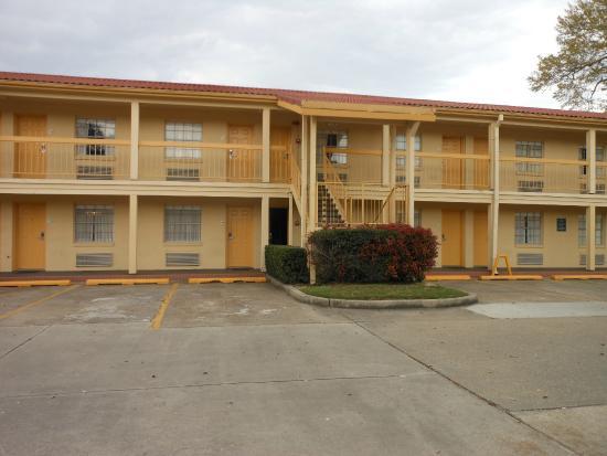 La Quinta Inn Lafayette North: no hallways