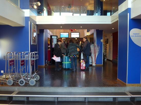 Mercure Marseille Centre Prado Hotel Vélodrome : 玄関