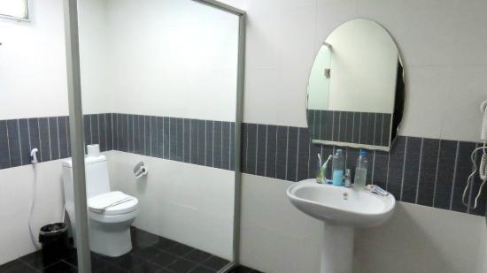 Shadi Home Bangkok: Big bathroom