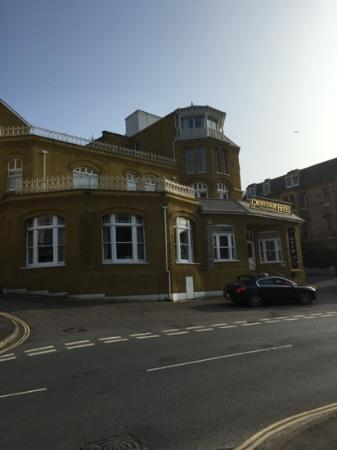 Devon Bay Hotel: dont expect much from here