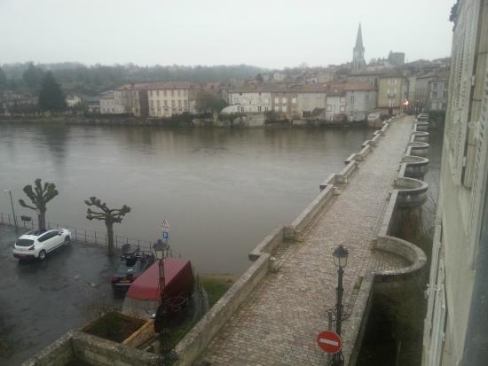 Pont Vieux Chambres d'hotes : It may be winter but still a great view