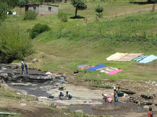 Mokhotlong, เลโซโท: Women doing laundry at the town's stream