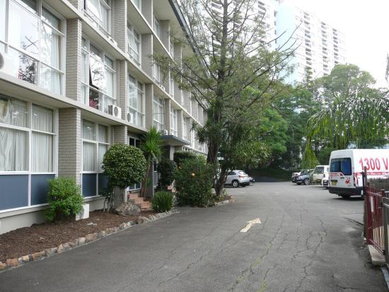 Parramatta City Motel: Rear view of the motel