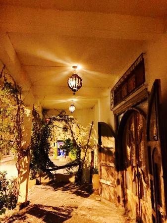 Casa Guapa de Tamuziga: Making an entrance - as you approach