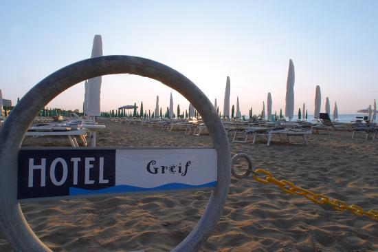 Hotel Greif Lignano: Private Beach