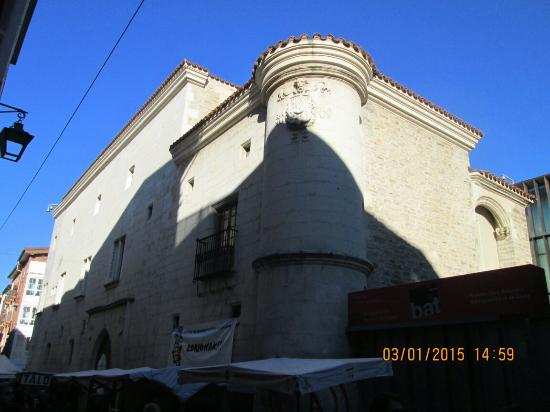 Museo Fournier de Naipes de Alava: Exterior del Museo,Enero-2015