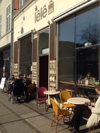 Lele Street Kitchen: Mitt i mars satte sig folk redan utomhus, väldigt tidigt.