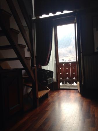 Hotel Walser: Double aspect room fourth floor