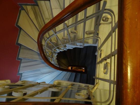 Taksim Lounge Hostel : Escalera