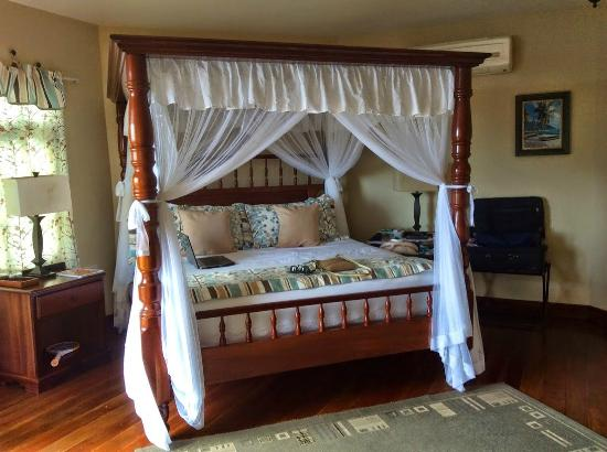 Spring House Bequia: Bed