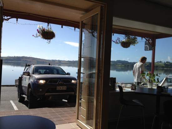 Little Kitchen on the bay : Breakfast with a view.
