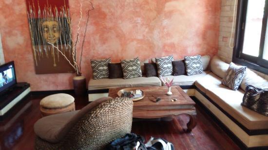 Sunshine Residence: living room