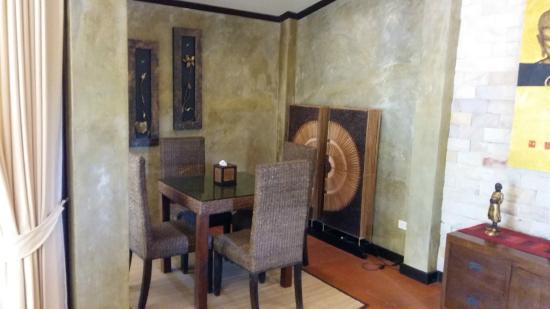 Sunshine Residence: dining room
