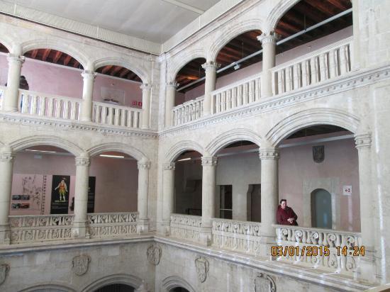 Museo Fournier de Naipes de Alava: Interior Museo,Enero2015