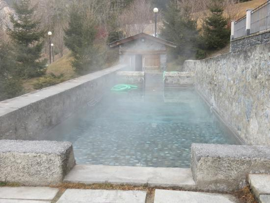 https://media-cdn.tripadvisor.com/media/photo-s/07/8d/2f/74/bagni-di-bormio-spa-resort.jpg