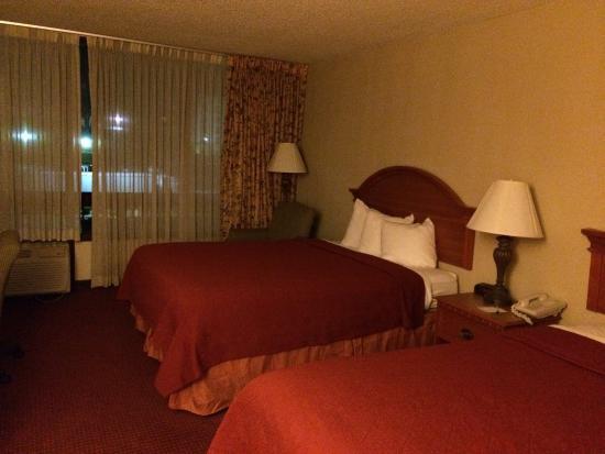 Howard Johnson Atlanta Airport: Room