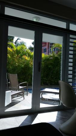 Villa Tropical Oceanfront Apartments on Shacks Beach