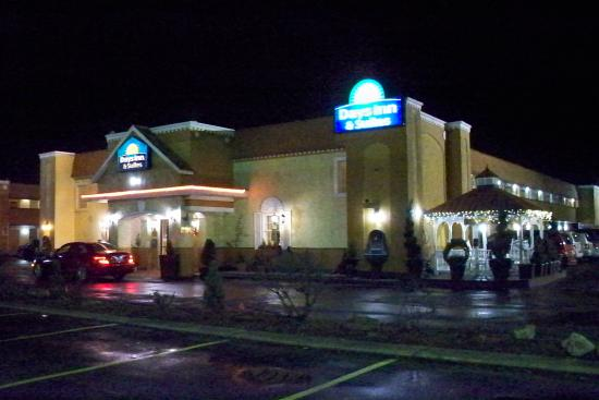 pretty at night picture of days inn suites terre haute. Black Bedroom Furniture Sets. Home Design Ideas