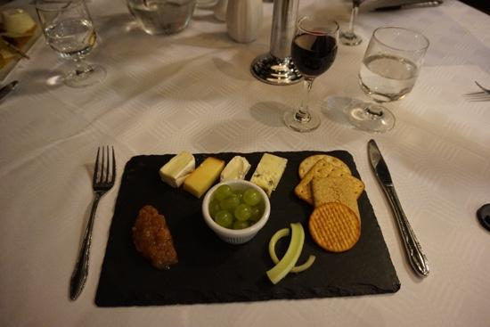 Old Manor Hotel: cheese to finish