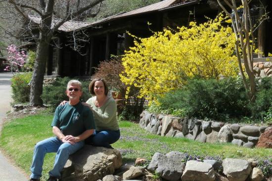 Orchard Canyon on Oak Creek: Garlands