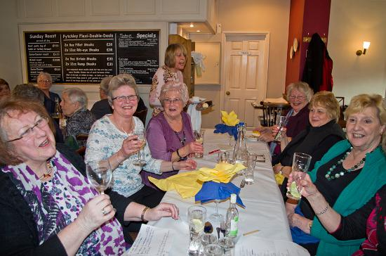 West Haddon, UK: Some of the group in convivial mood