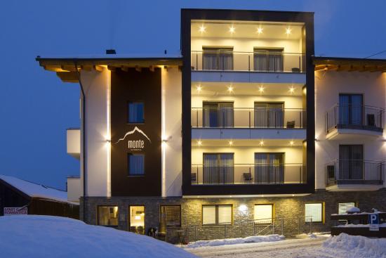 Alpinhotel Monte: Aussenansicht Westseite in Richtung Skigebiet/Ballunspitze