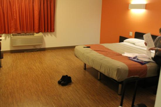 Motel 6 Merced: Nice lino floor..