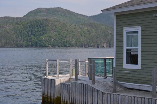 Seaside Suites Gros Morne Newfoundland : Over the water suite