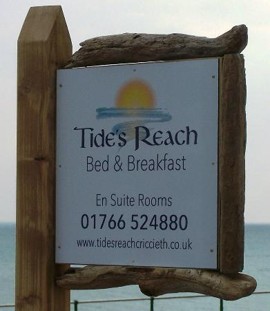 Tide's Reach Bed & Breakfast: Our distinctive driftwood sign